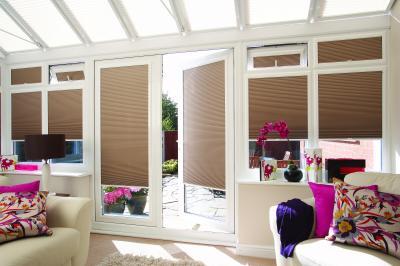 bay windows,  Venetian blinds