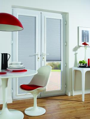 bay windows,  Venetian blinds